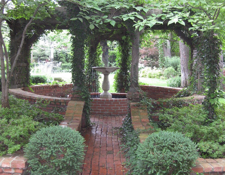 A Garden Tour of Historic Kansas City Homes 1