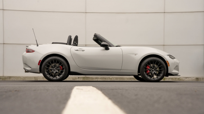 Mazda's Redesigned Roadster is Lighter and Smaller 2