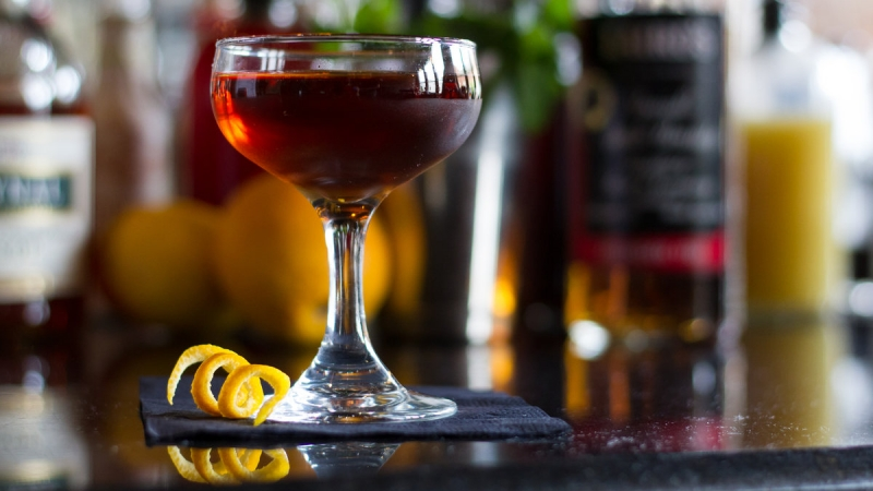 What's Shaking in Franklin's Finest Cocktail Lounges 4
