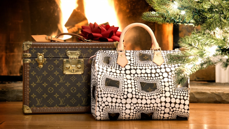Deck The Halls With Designer Handbags 2