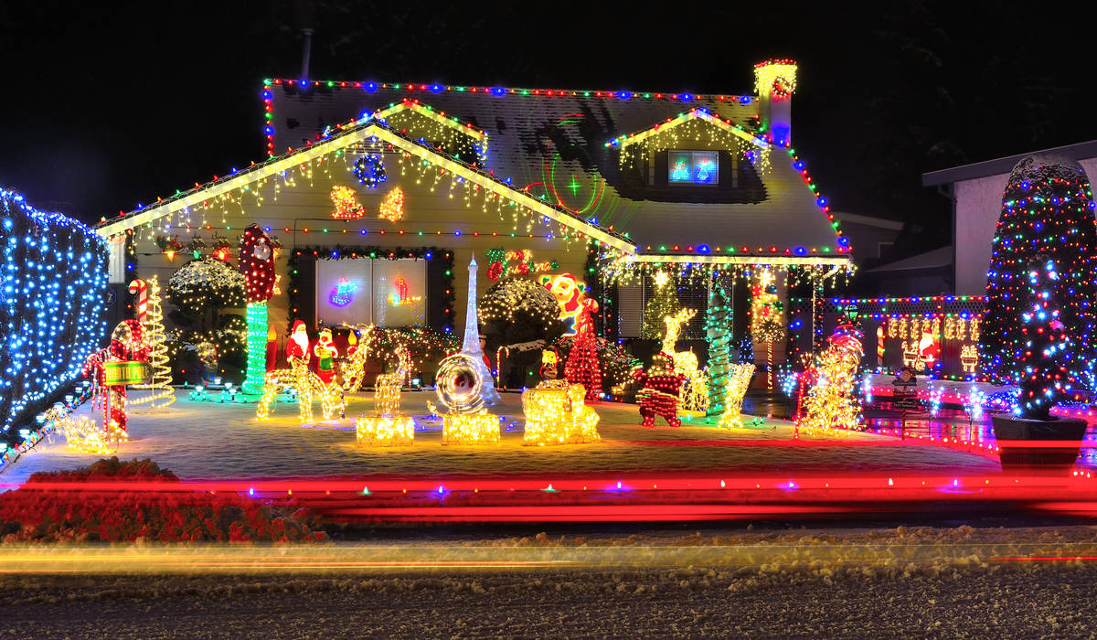 Homes for the Holidays Make Spirits Bright