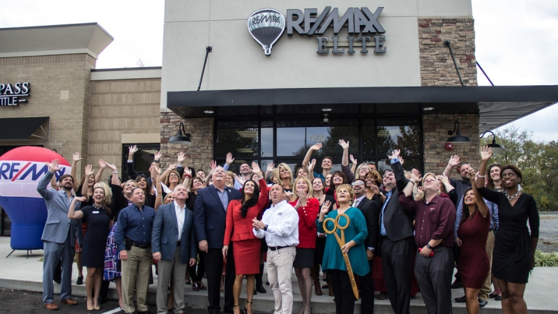 RE/MAX Elite Ribbon Cutting 8
