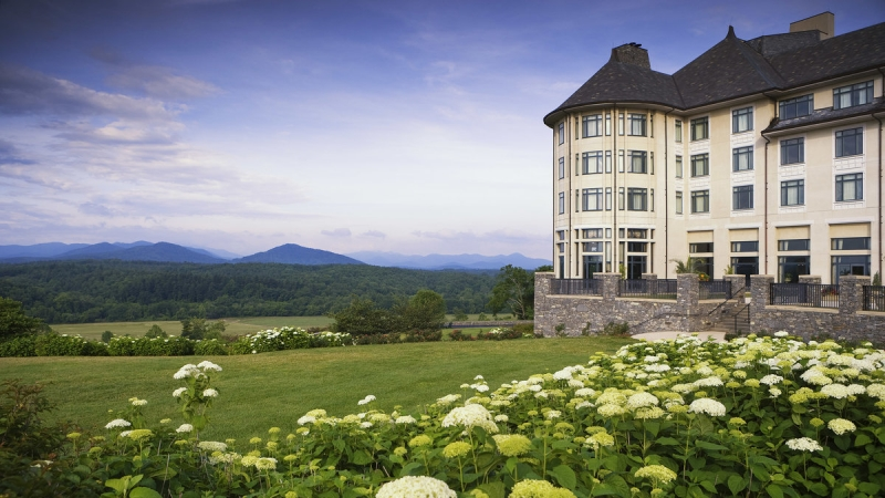"Take a Road Trip to Visit the Biltmore Blooms and ""Designed for Drama"" 8"