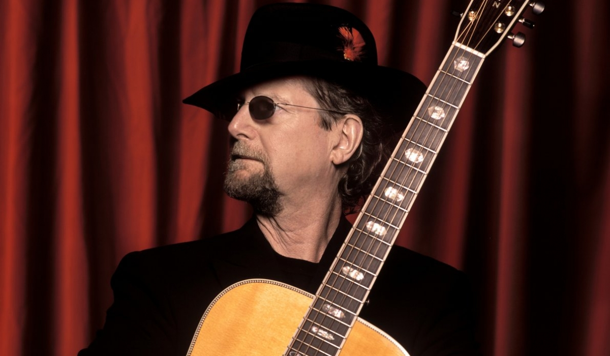 The Byrds' Roger McGuinn Flys Solo at Smothers Theatre