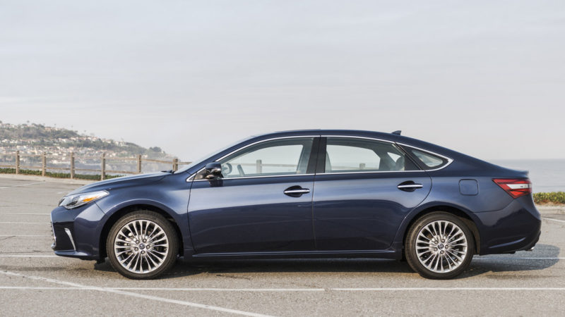 The 2018 Toyota Avalon Hybrid Limited