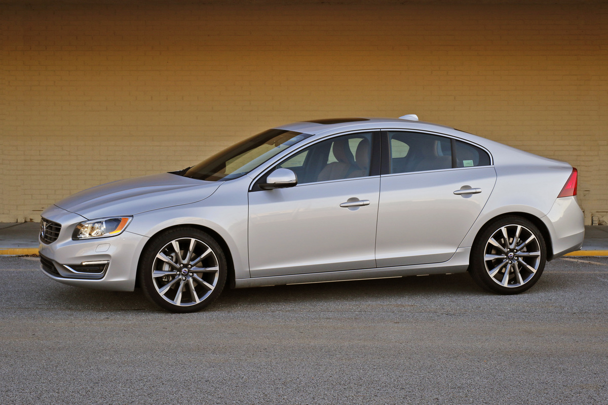 mid year changes enhance volvo s s60 leawood lifestyle. Black Bedroom Furniture Sets. Home Design Ideas