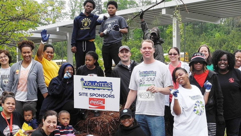 Volunteers Work Together for a Better Sandy Springs
